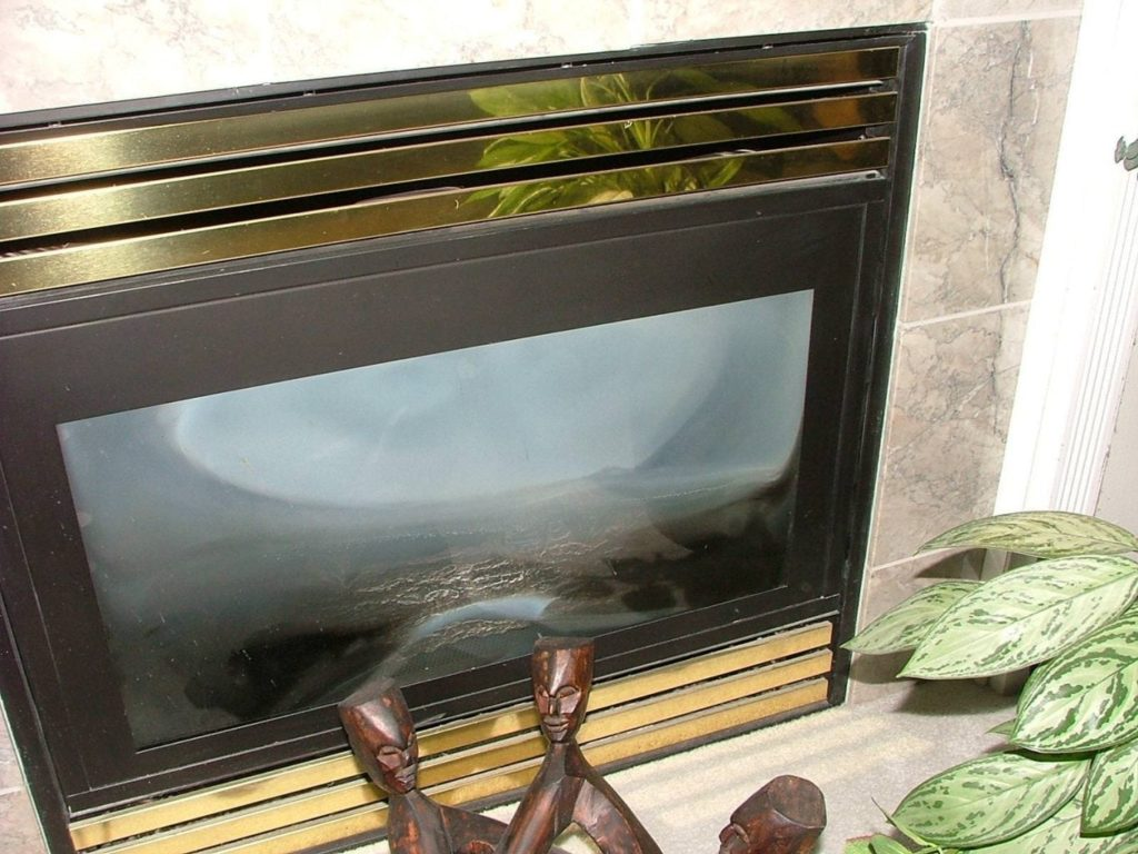 Very cloudy glass on a gas fireplace