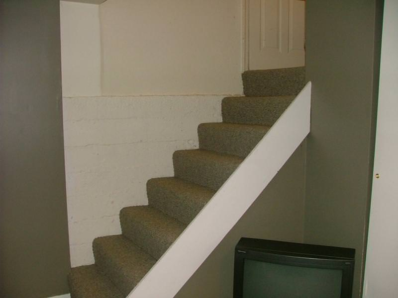 Stairs with no barrier
