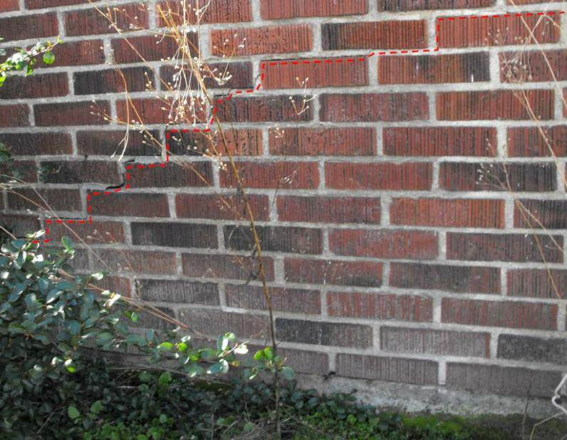 A close-up of the crack in the brick veneer