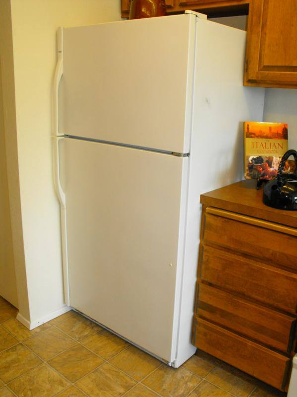Is this refrigerator hinged on the wrong side?