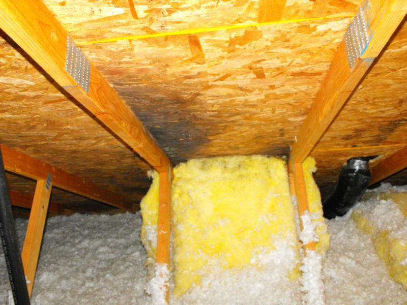 Air leakage around skylight well in an attic