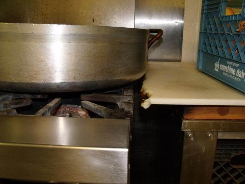 Hot pan melting countertop