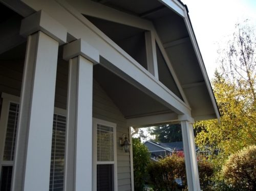 Entryway roof structure support posts
